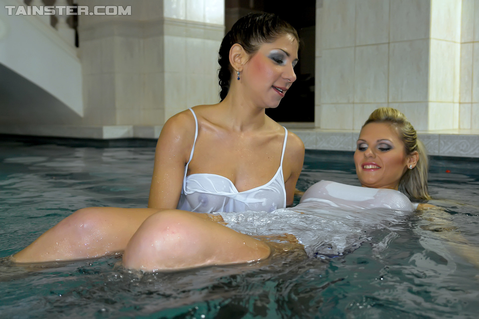 Lesbian Wetlook Pool Fetish