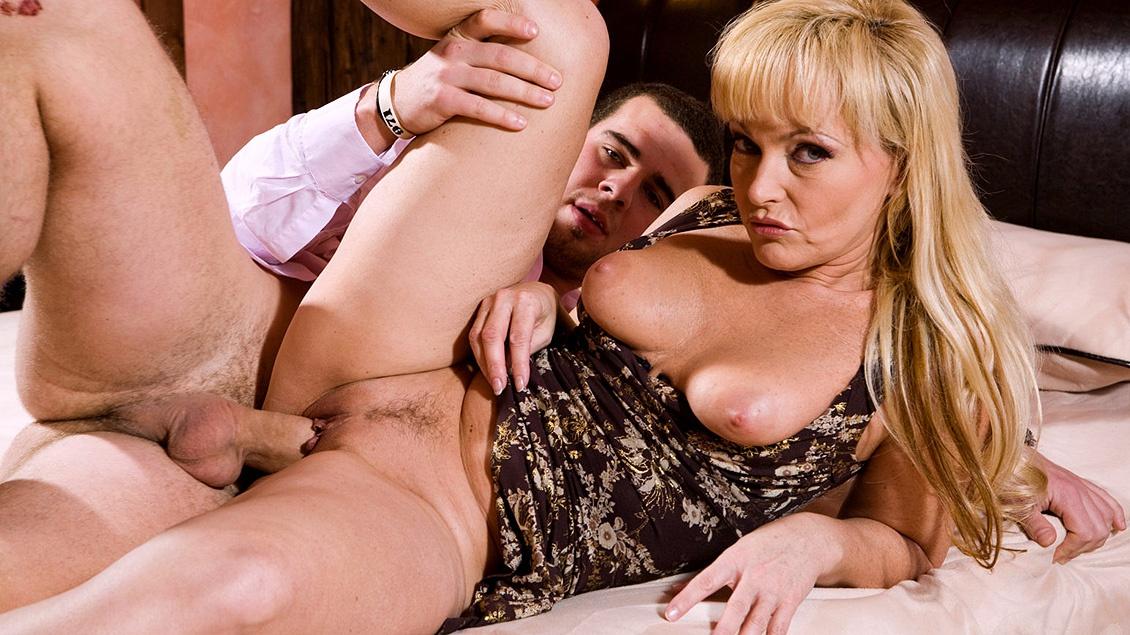 pricheski-fantasticheskoe-video-porno-s-mamochkami-chernie