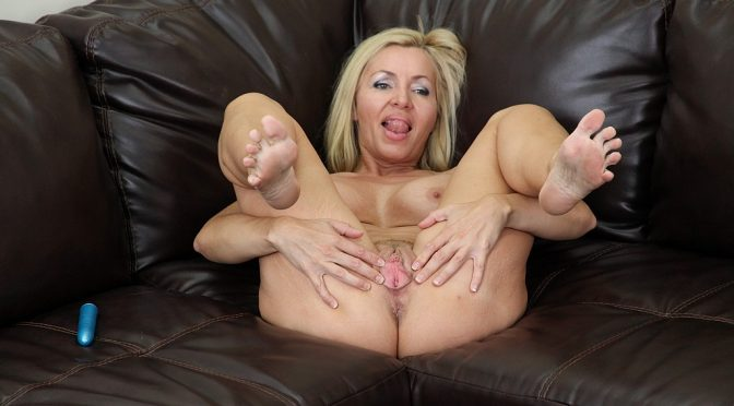 Lisa DeMarco in  Cherrypimps Lisa DeMarco LIVE August 20, 2013  Solo, Mature