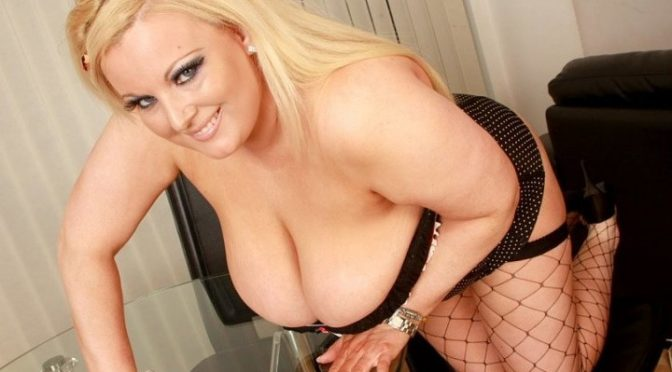 Kirstyn Halborg in  Plumperpass Kirsten Loves to be Watched September 19, 2009  Fishnets, Solo