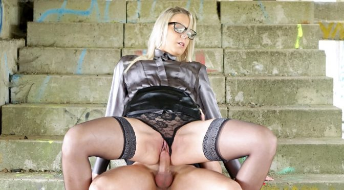Fullyclothedsex Fully clothed bossy bitch gets fucked September 14, 2017  Cumshot, Hardcore