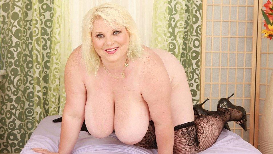 Sexy BBW june kelly