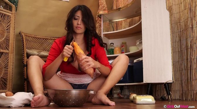 Annais in  Girlsoutwest Annais – Sweet Potato Fuck September 20, 2014  Videos – Solo Girl