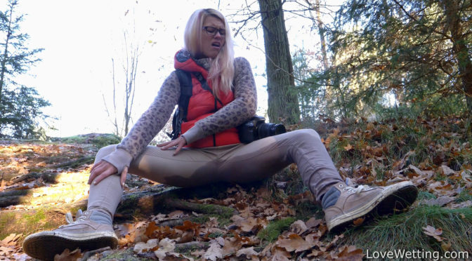 Izzy Delphine in  Lovewetting Izzy Delphine – Avid photographer November 16, 2017  Wetting