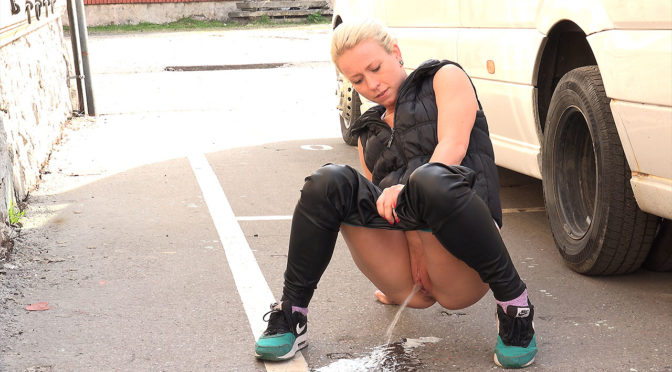 Got2pee Parking Space March 24, 2017  Crouching, Blonde Piss