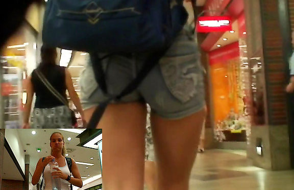 Upskirtcollection Well-shaped girl in sexy shorts December 22, 2011  Tight Shorts Girls