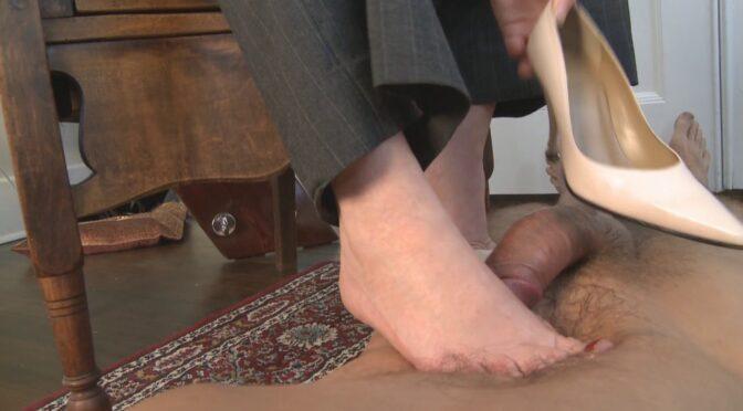 Mistresst Suck His Cum Off My Toes November 11, 2008  Cum Eating