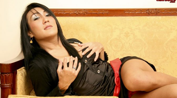 Po in  Ladyboyladyboy Po Blows It On Couch June 04, 2009  Transsexual